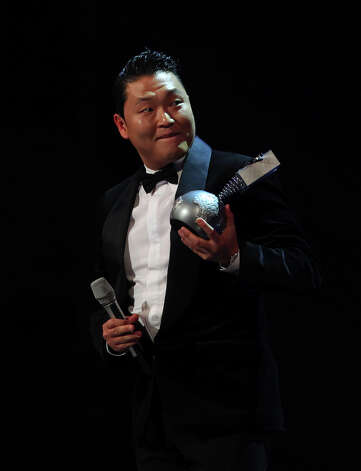 South Korean singer Psy receives the award for best video during the 2012 MTV European Music Awards (EMA) at the Festhalle in Frankfurt am Main, central Germany on November 11, 2012. Photo: DANIEL ROLAND, AFP/Getty Images / AFP