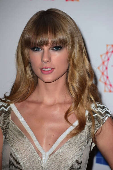 Singer Taylor Swift attends the MTV EMA's 2012 at Festhalle Frankfurt on November 11, 2012 in Frankf