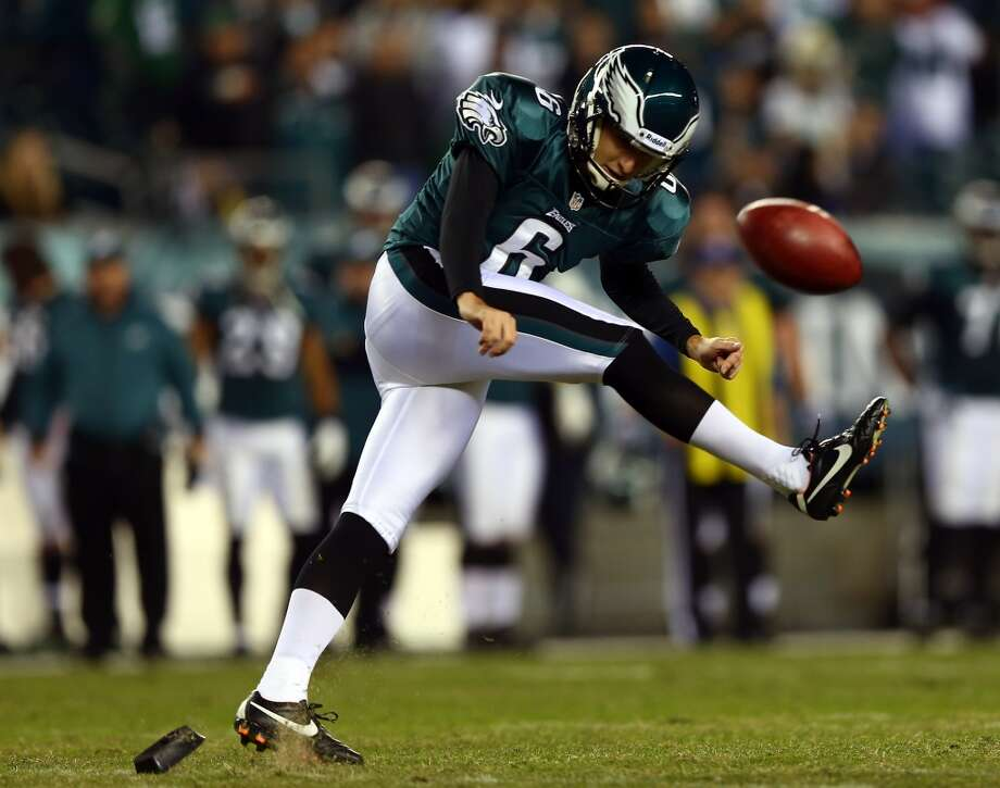 Alex Henery #6 of the Philadelphia Eagles tries to onside kick the ball in the fourth quarter against the Dallas Cowboys on November 11, 2012 at Lincoln Financial Field in Philadelphia, Pennsylvania.The Dallas Cowboys defeated the Philadelphia Eagles 38-23.  (Photo by Elsa/Getty Images) (Getty Images)