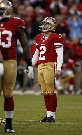 David Akers, who had been 15-of-16 inside 42 yards this season, reacts to missing on a game-winning field-goal chance from 41 yards in overtime. Photo: Carlos Avila Gonzalez, The Chronicle