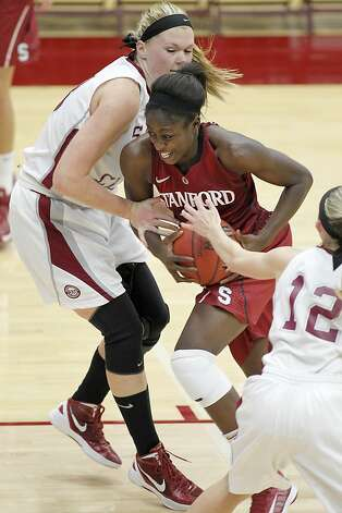 Chiney Ogwumike drives to the basket. The Stanford forward led all scorers with 22 points. Photo: Tony Avelar, Associated Press