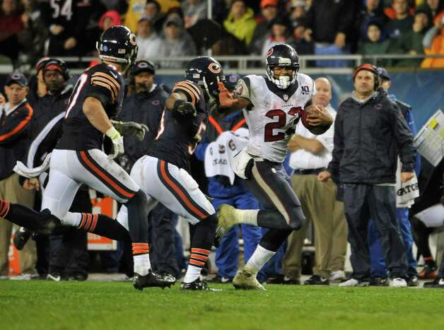 Arian Foster #23 of the Houston Texans is forced out of bounds by Nick Roach #53 of the Chicago Bears on November 11, 2012 at Soldier Field in Chicago, Illinois. Photo: David Banks, Getty Images / 2012 Getty Images