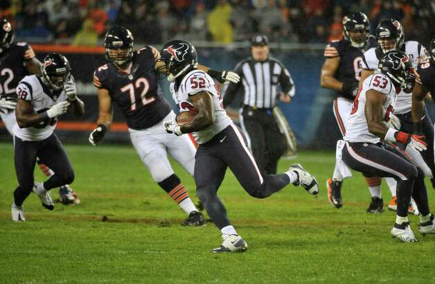 Tim Dobbins #52 of the Houston Texans recovers a fumble against the Chicago Bears on November 11, 2012 at Soldier Field in Chicago, Illinois. Photo: David Banks, Getty Images / 2012 Getty Images