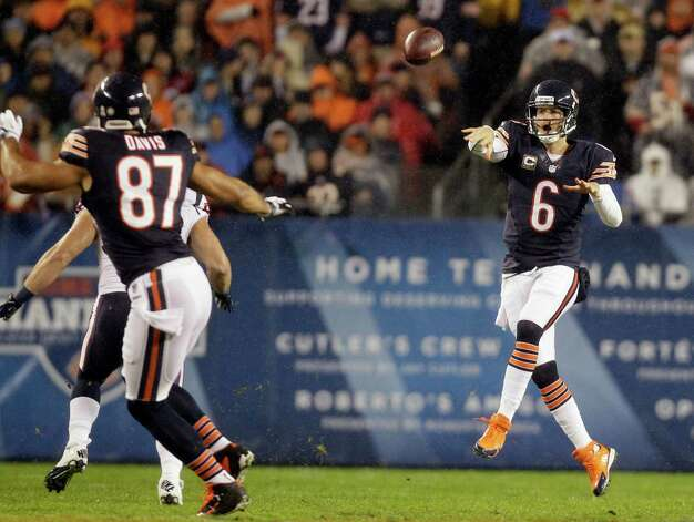 Chicago Bears quarterback Jay Cutler (6) passes to tight end Kellen Davis (87) during the first half an NFL football game against the Houston Texans, Sunday, Nov. 11, 2012, in Chicago. Davis fumbled after the reception and the Texans recovered. (AP Photo/Nam Y. Huh) Photo: Nam Y. Huh, Associated Press / AP