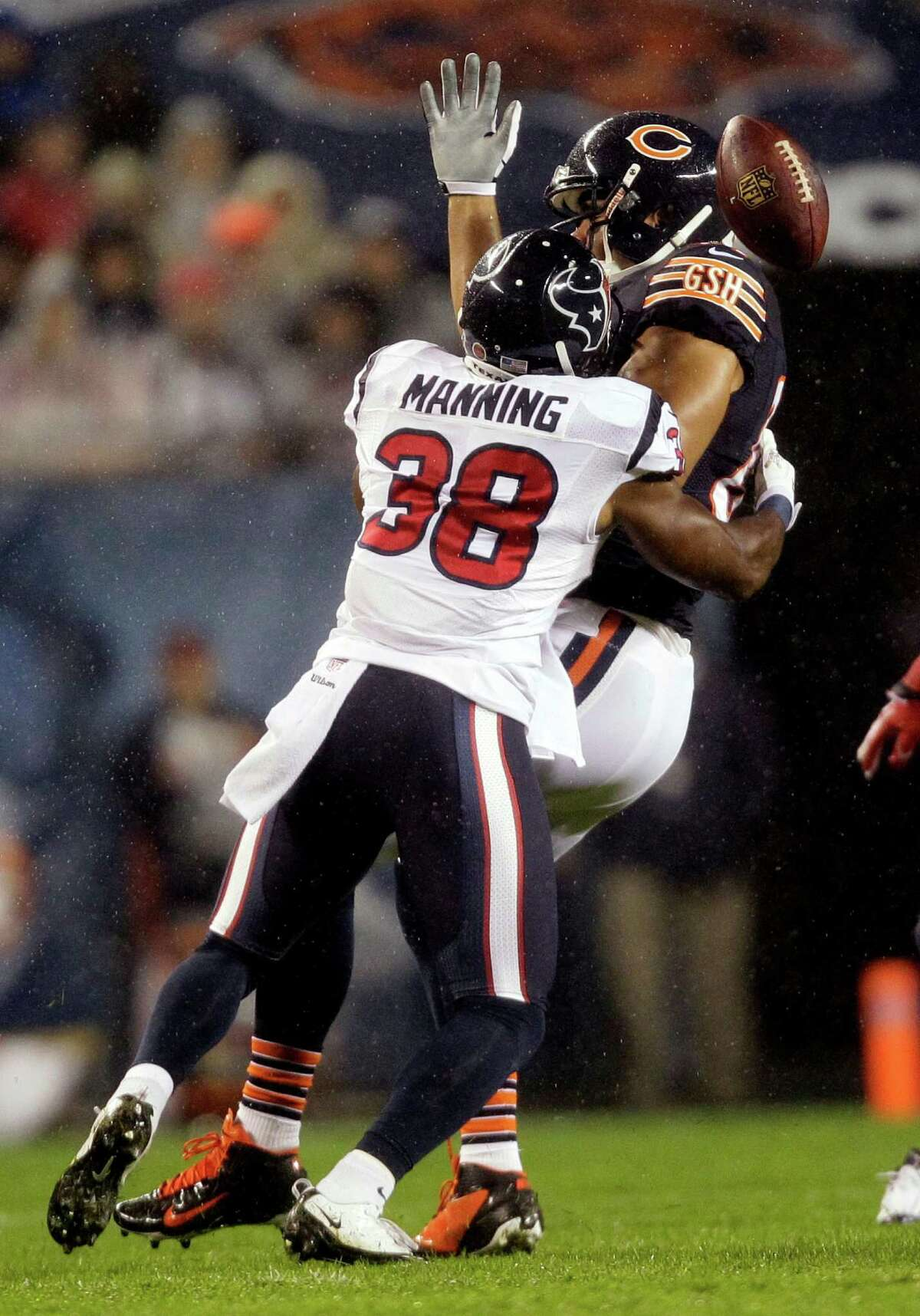 Chicago Bears tight end Kellen Davis fumbles as he is tackled by Houston Texans safety Danieal Manning (38) during the first half an NFL football game, Sunday, Nov. 11, 2012, in Chicago. (AP Photo/Nam Y. Huh)