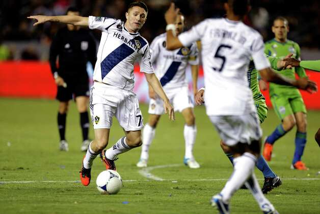Los Angeles Galaxy's Robbie Keane bring the ball down field against the Seattle Sounders during the first half of an MLS Western Conference finals soccer game in Carson, Calif., Sunday, Nov. 11, 2012. Photo: AP