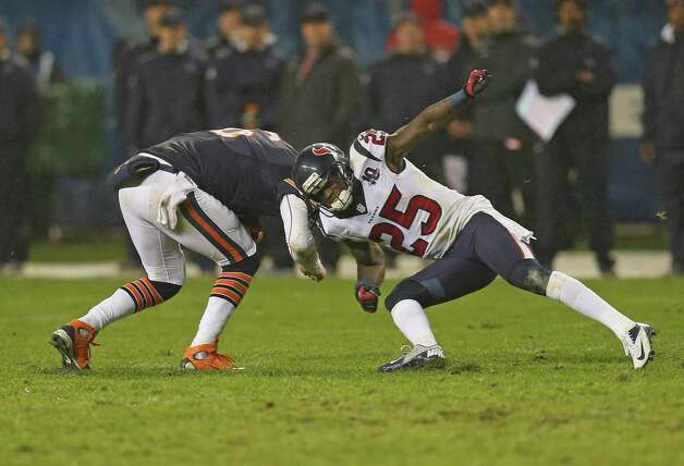 Jay Cutler #6 of the Chicago Bears is hit by Kareem Jackson #25 of the Houston Texans at Soldier Field on November 11, 2012 in Chicago, Illinois. The Texans defeated the Bears 13-6. Photo: Jonathan Daniel, Getty Images / 2012 Getty Images