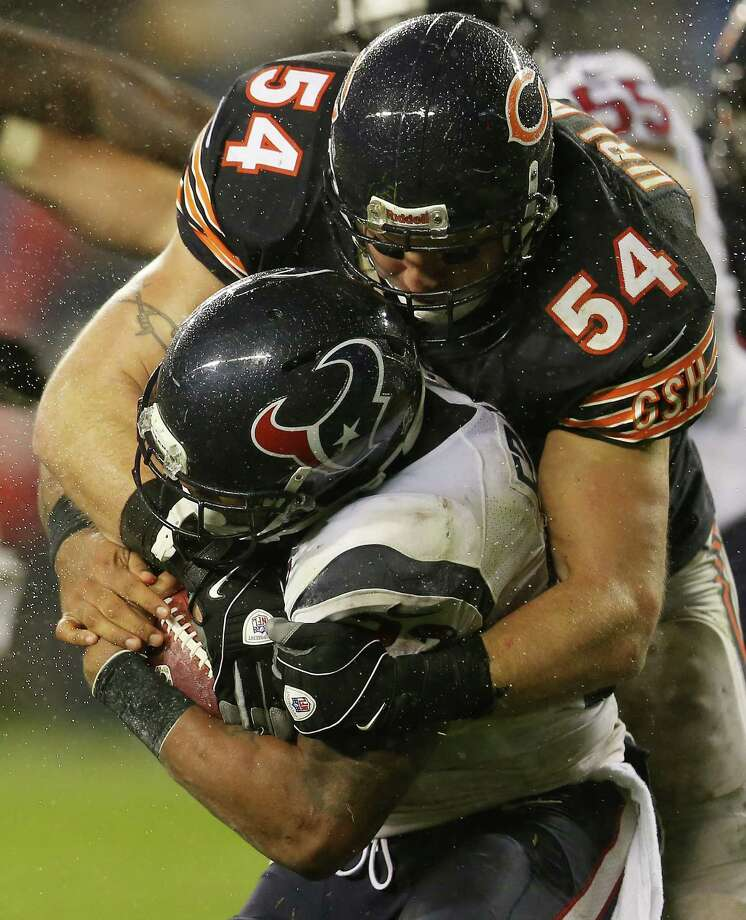 Middle linebacker Brian Urlacher #54 of the Chicago Bears tackles running back Arian Foster #23 of the Houston Texans in the third quarter of the game at Soldier Field on November 11, 2012 in Chicago, Illinois. Photo: Jonathan Daniel, Getty Images / 2012 Getty Images
