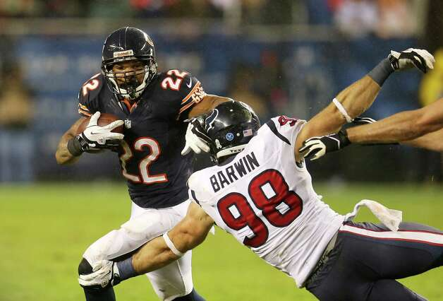 Running back Matt Forte #22 of the Chicago Bears carries the ball against the defense of outside linebacker Connor Barwin #98 of the Houston Texans during the game at Soldier Field on November 11, 2012 in Chicago, Illinois. Photo: Jonathan Daniel, Getty Images / 2012 Getty Images