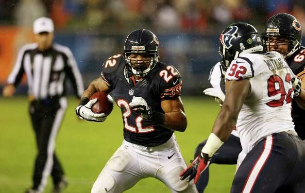 Running back Matt Forte #22 of the Chicago Bears carries the ball against the defense of defensive tackle Earl Mitchell #92 of the Houston Texans during the game at Soldier Field on November 11, 2012 in Chicago, Illinois. Photo: Jonathan Daniel, Getty Images / 2012 Getty Images