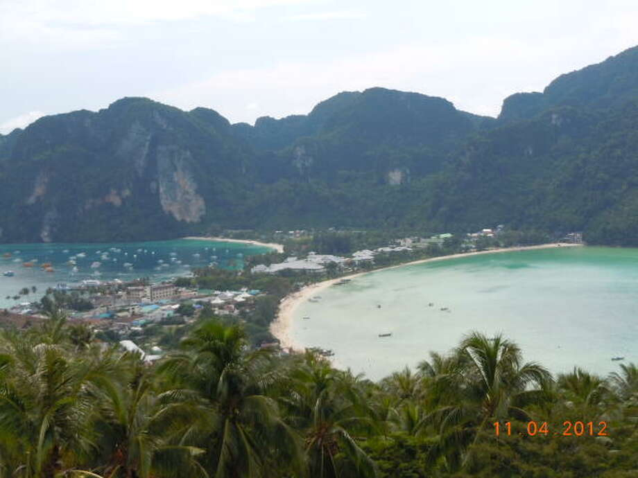 The narrow spit of sand separating Ao Lo Dalam Bay (right) and Ao Ton Sai Bay.