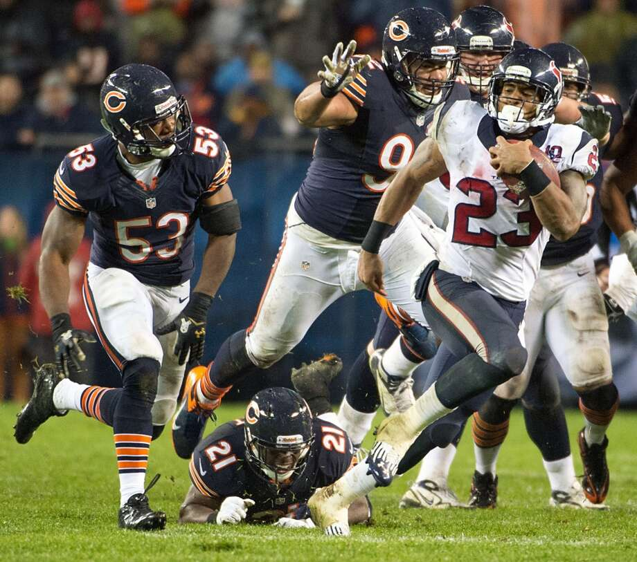 Texans running back Arian Foster (23) races 21-yards through the defense of Chicago Bears outside linebacker Nick Roach (53), strong safety Major Wright (21) and defensive tackle Stephen Paea (92) during the second quarter. (Smiley N. Pool / Houston Chronicle)