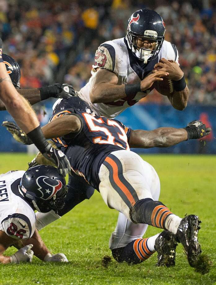 Texans running back Arian Foster (23) tries to slip past Bears outside linebacker Nick Roach (53) during the second quarter. (Smiley N. Pool / Houston Chronicle)