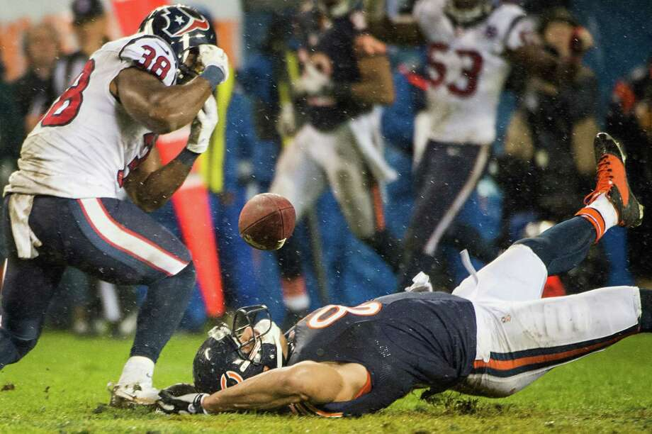 Bears tight end Kellen Davis (87) can't hold onto a pass as Texans free safety Danieal Manning (38) defends during the fourth quarter. Photo: Smiley N. Pool, Houston Chronicle / © 2012  Houston Chronicle