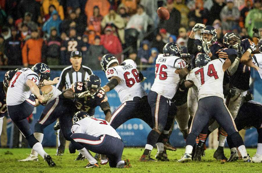Texans kicker Shayne Graham (17) kicks a 42-yard field goal during the fourth quarter.