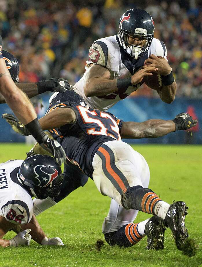 Texans running back Arian Foster (23) tries to slip past Bears outside linebacker Nick Roach (53) during the second quarter. Photo: Smiley N. Pool, Houston Chronicle / © 2012  Houston Chronicle