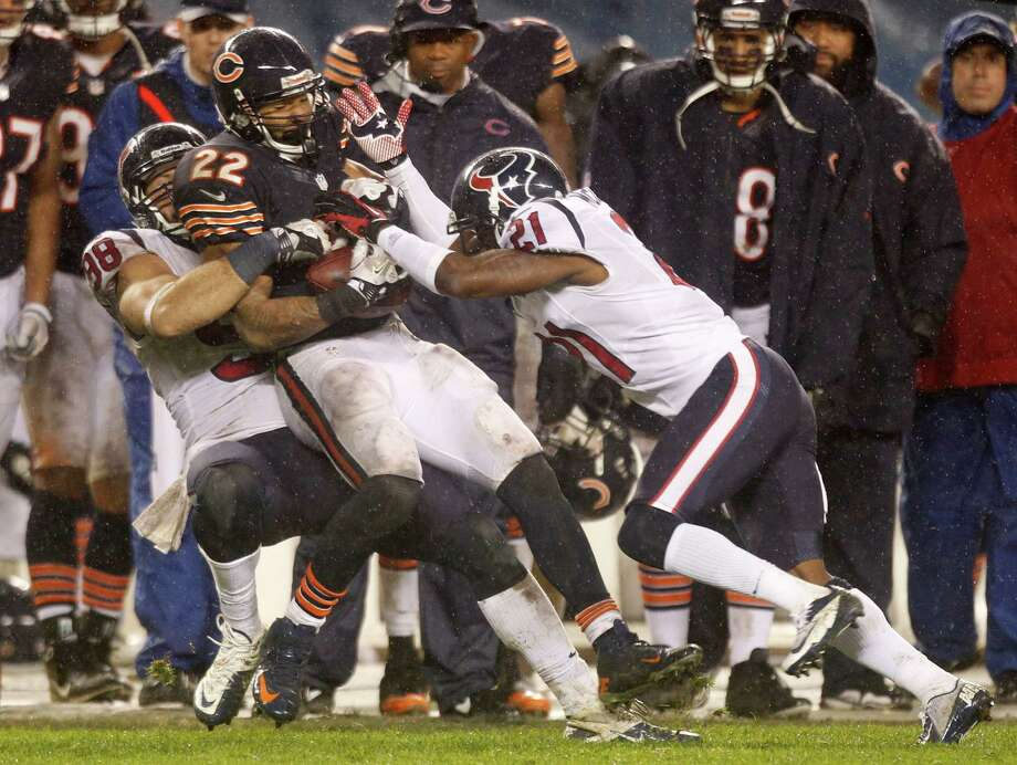 Texans outside linebacker Connor Barwin (98) and defensive back Brice McCain (21) stop Chicago Bears running back Matt Forte (22) for a 2-yard loss during the fourth quarter. Photo: Brett Coomer, Houston Chronicle / © 2012  Houston Chronicle
