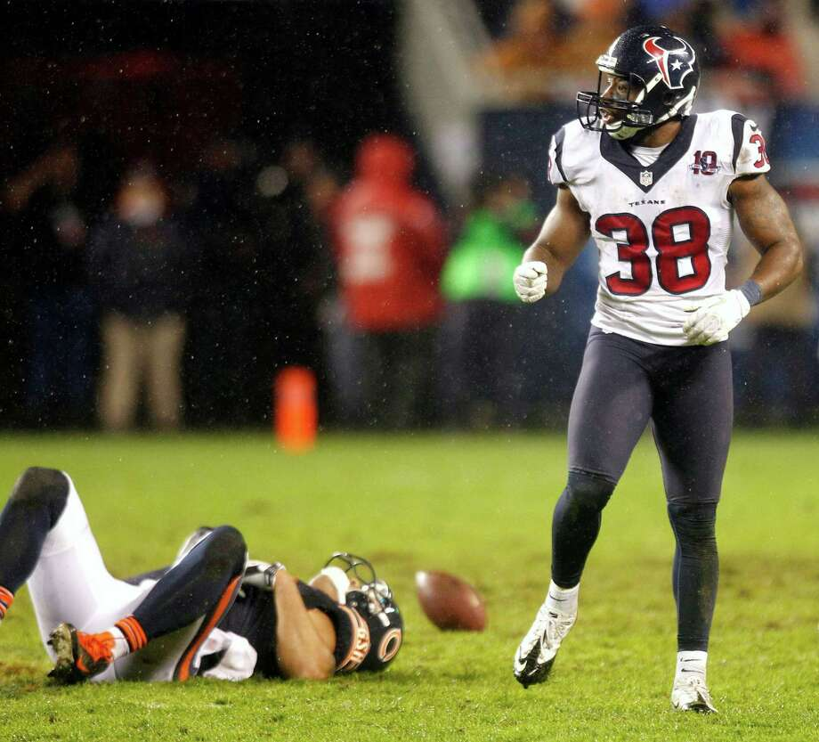 Texans free safety Danieal Manning (38) celebrates after breaking up a pass intended for Chicago Bears tight end Kellen Davis (87) during the fourth quarter. Photo: Brett Coomer, Houston Chronicle / © 2012  Houston Chronicle