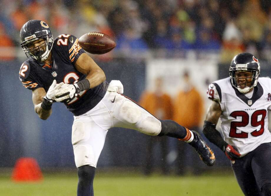 Bears running back Matt Forte (22) can't hold onto a pass as Houston Texans strong safety Glover Quin (29) defends during the second quarter. (Brett Coomer / Houston Chronicle)