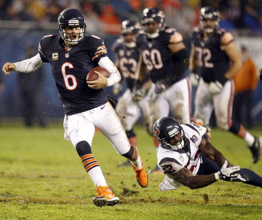 Bears quarterback Jay Cutler (6) scrambles past Texans inside linebacker Tim Dobbins (52) during the second quarter. (Brett Coomer / Houston Chronicle)
