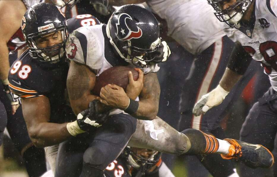 Bears defensive end Corey Wootton (98) tackles Texans running back Arian Foster (23), grabbing his f