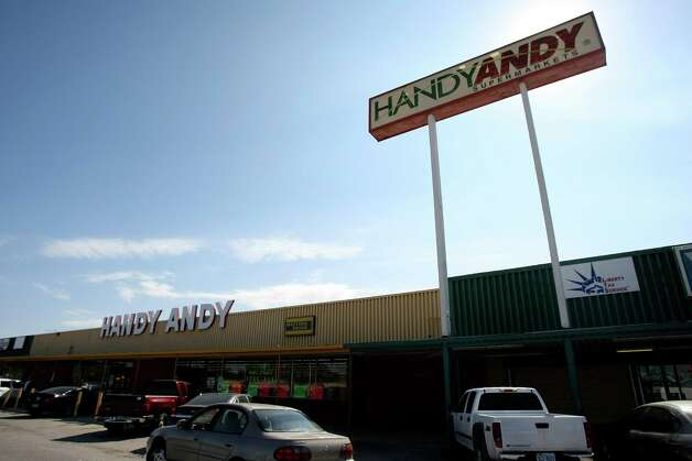 San Antonio's remaining Handy Andy stores have been purchased by Arlan's Market, a chain based near Houston. Photo: Helen L. Montoya, San Antonio Express-News / ©SAN ANTONIO EXPRESS-NEWS