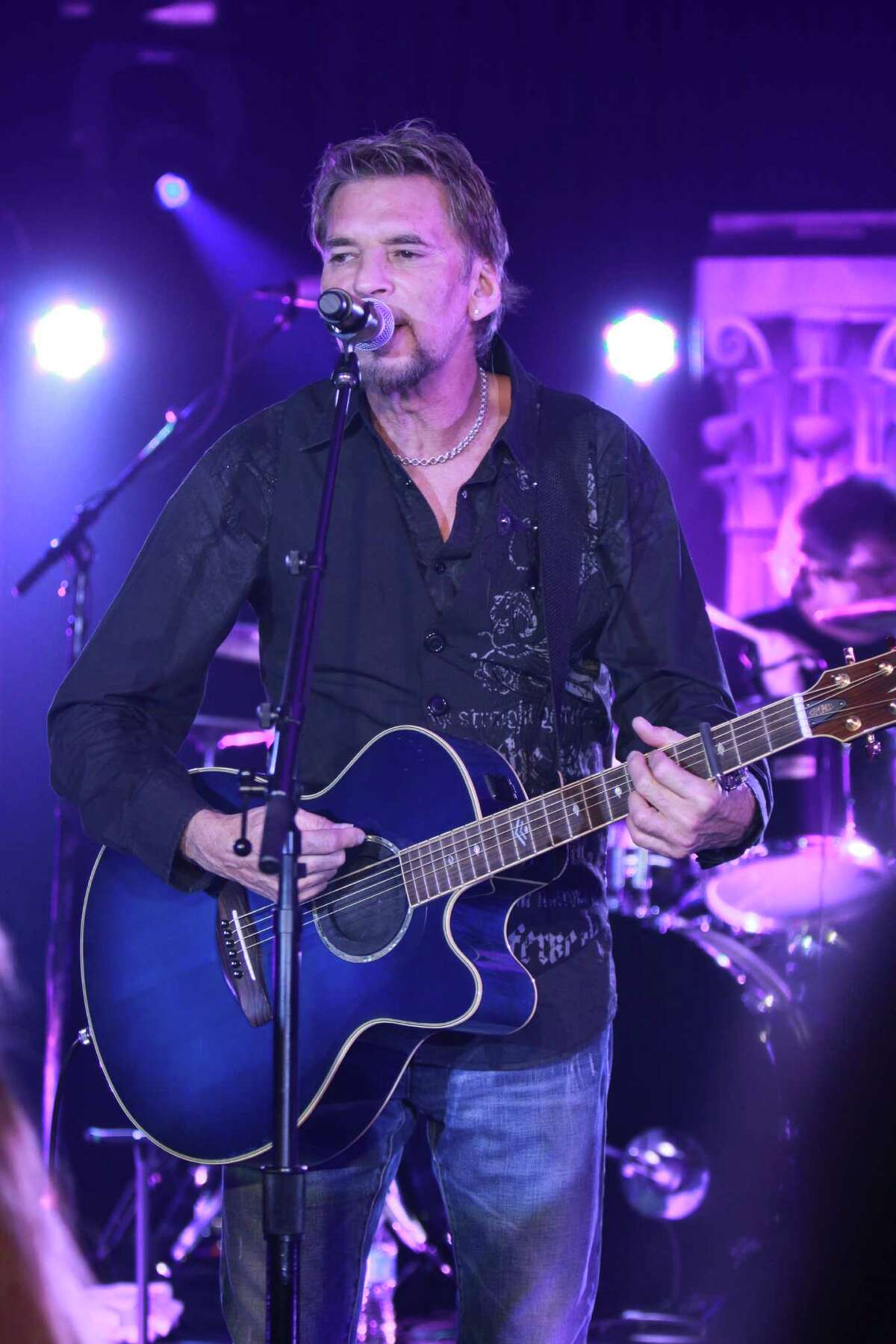 Kenny Loggins performing