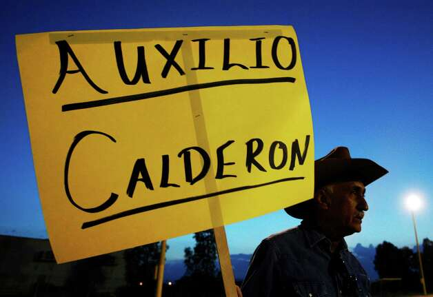 "Manuel Valencia holds up a sign, that reads in Spanish ""Help Calderon,"" in a plea for help from Mexico's President Felipe Calderon, during a demonstration against abuses by Mexican soldiers sent to crack down drug trafficking in Ojinaga, on Mexico's border with U.S., Wednesday, July 23, 2008. Mexico's National Human Rights Commission says it has documented more than 600 cases of abuse since Calderon sent troops on anti-narcotics missions throughout Mexico beginning in 2006. (AP Photo/Guillermo Arias) Photo: Guillermo Arias, ASSOCIATED PRESS / AP2008"