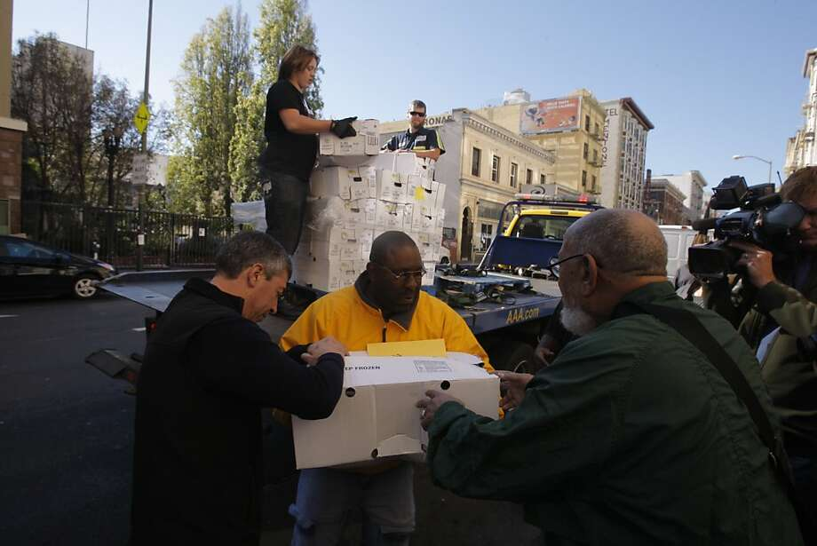 Unloading Thanksgiving turkeys at Glide Memorial Church in San Francisco. Photo: Alejandra Bayardo, The Chronicle