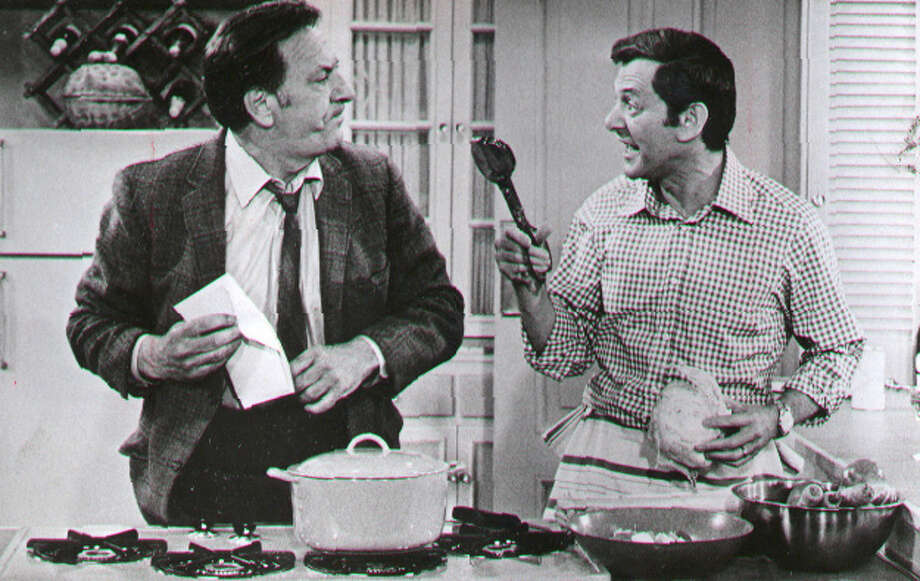 Jack Klugman and Tony Randall of the television series  'The Odd Couple'. 11/4/1972. (ABC) Photo: None