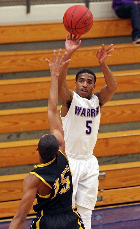 Warren's Marcus Keene shoots the game winning 3-pointer between Brennan's Dave Holdipp (left) and Brennan's Daniel Adeniraw  late in second half action Monday Nov. 12, 2012 at Paul Taylor Field House.  Warren won 82-80. Photo: Edward A. Ornelas, San Antonio Express-News / © 2012 San Antonio Express-News