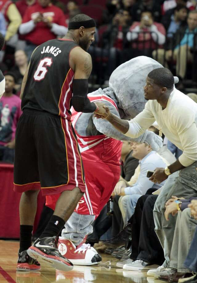 Heat forward LeBron James greets Houston Texans wide receiver Andre Johnson. (Billy Smith II / Houston Chronicle)