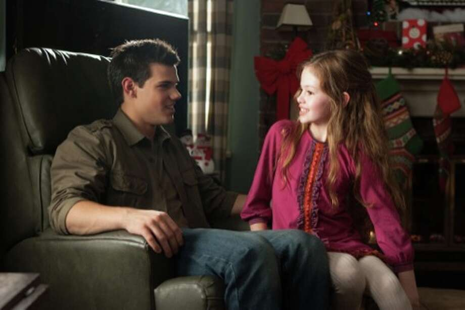 (L-R) TAYLOR LAUTNER and MACKENZIE FOY star in THE TWILIGHT SAGA: BREAKING DAWN-PART 2Ph: Andrew Cooper, SMPSP© 2011 Summit Entertainment, LLC.  All rights reserved. (© 2011 Summit Entertainment, LLC.  All rights reserved.)