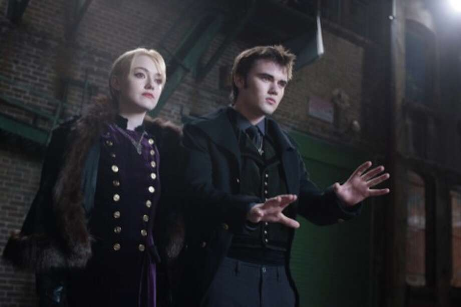 (L-R) DAKOTA FANNING and CAMERON BRIGHT star in THE TWILIGHT SAGA: BREAKING DAWN-PART 2Ph: Andrew Cooper, SMPSP© 2011 Summit Entertainment, LLC.  All rights reserved. (© 2011 Summit Entertainment, LLC.  All rights reserved.)