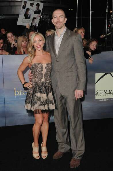 Los Angeles Laker Steve Blake (R) arrives at the premiere of Summit Entertainment's