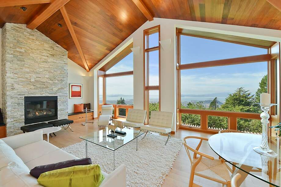The living room has vaulted ceilings and tall Marvin Integrity windows that feature special glazing to reduce heat and UV rays. Photo: OpenHomesPhotography.com