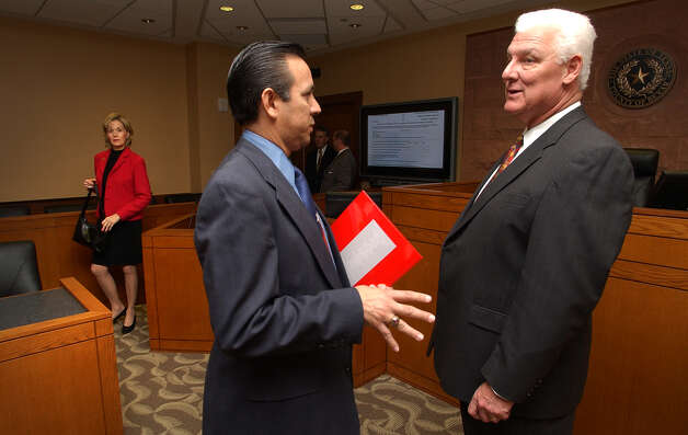 Judge John Specia, right, talks to Texas State Representative Carlos Uresti in the new Child Courts during a tour of the new Family Court in the Bexar County Courthouse, for state legislators and elected officials, Wednesday, Dec. 8, 2004. photo Bob OWen Photo: BOB OWEN, SAN ANTONIO EXPRESS-NEWS / SAN ANTONIO EXPRESS-NEWS