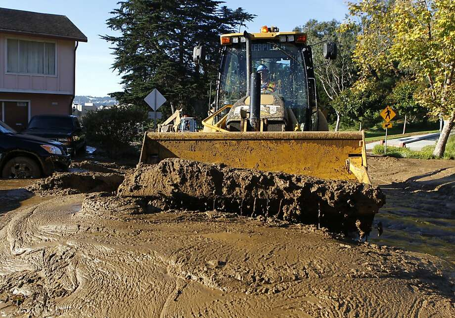 Heavy machinery scoops up mud on Lausanne Avenue after mudslide rolled through a neighborhood following a water line break from a hilltop reservoir in Daly City, Calif. on Tuesday, Nov. 13, 2012. Photo: Paul Chinn, The Chronicle