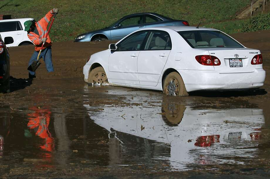 Public works and water crews dig out cars stuck in mud after a mudslide rolled down Lausanne Avenue following a water line break from a hilltop reservoir in Daly City, Calif. on Tuesday, Nov. 13, 2012. Photo: Paul Chinn, The Chronicle