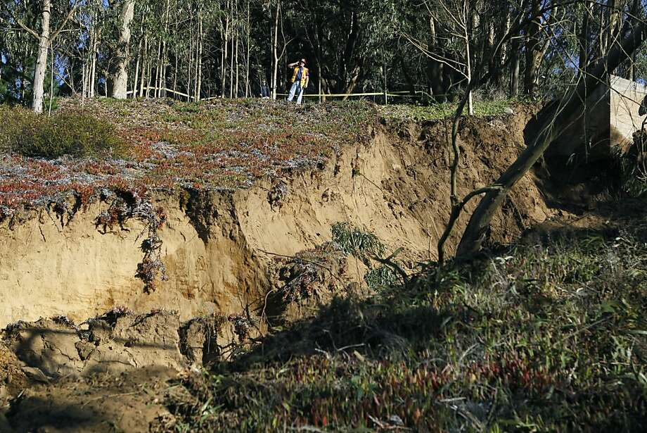 A crew from the city's Water and Wastewater Department views the damage from a water line break in a hilltop reservoir which caused a massive mudslide in Daly City, Calif. on Tuesday, Nov. 13, 2012. Photo: Paul Chinn, The Chronicle