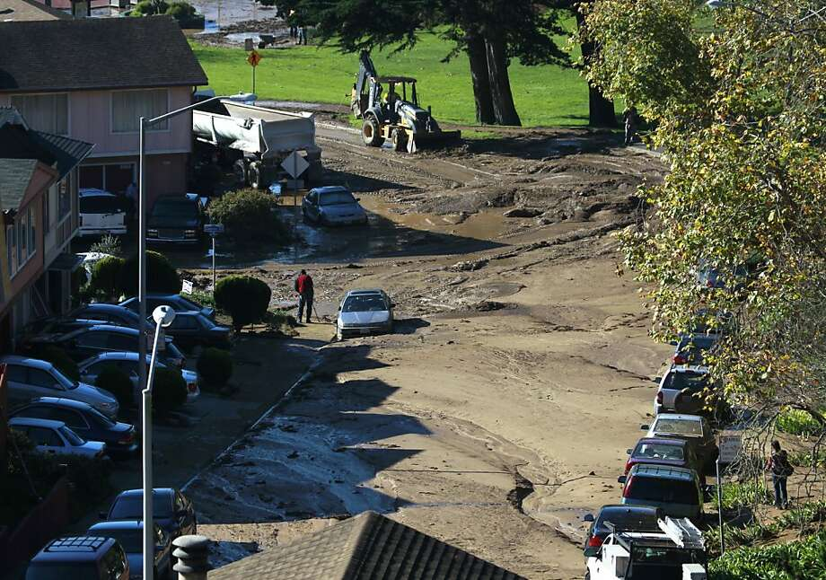 Public works and water crews clean up on Lausanne Avenue after a river of mud rolled through a neighborhood following a water line break from a hilltop reservoir in Daly City, Calif. on Tuesday, Nov. 13, 2012. Photo: Paul Chinn, The Chronicle