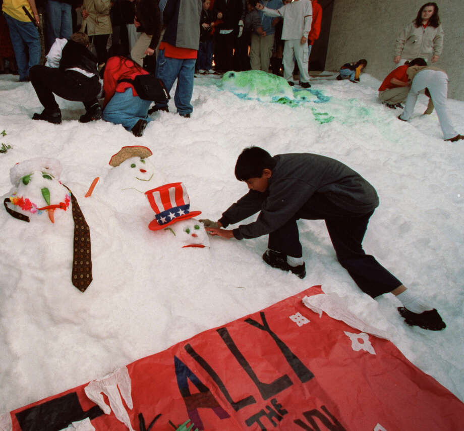 Your snow man doesn't quite make it to Dec.25.  Photo: Buster Dean, Houston Chronicle / Houston Chronicle