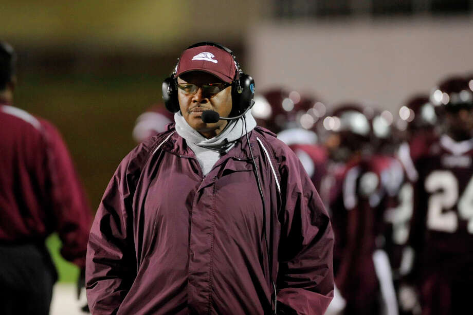 Central Jaguars head football coach Andrew Washington watches his team take the field for the first quarter against the Huntsville Hornets in the second round of playoffs at Thorne Stadium in Houston.  Saturday, November 21, 2009. Valentino Mauricio/The Enterprise Photo: Valentino Mauricio / Beaumont