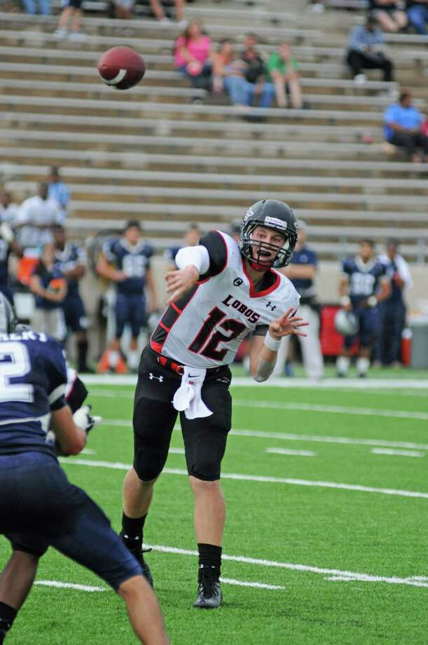 Second-team offense Langham Creek quarterback Connor Feist Photo: L. Scott Hainline / Chronicle