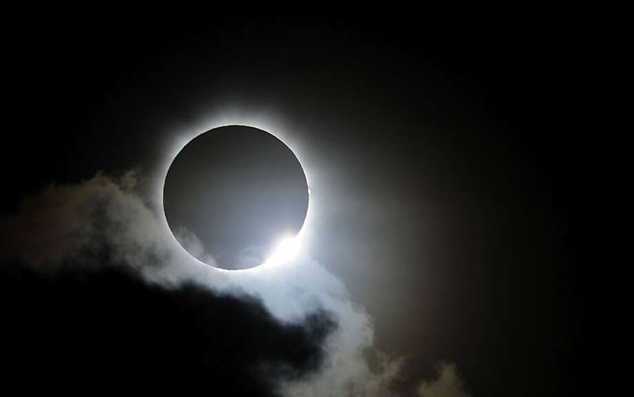 Near totality is seen during the solar eclipse at Palm Cove on November 14, 2012 in Palm Cove, Australia. Thousands of eclipse-watchers have gathered in part of North Queensland to enjoy the solar eclipse, the first in Australia in a decade. Photo: Ian Hitchcock, Getty Images