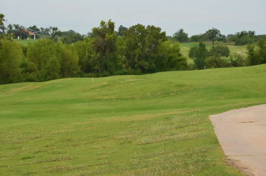 The split fairway on No. 11 at River Bend Golf Club leaves the golfer with a choice to go high or low. Aiming for the downhill has its risks, with a dense native area on the side. Photo: LeAnna Kosub, Express-News