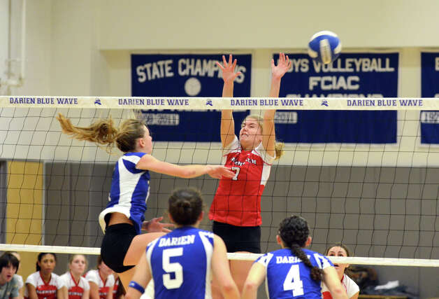 Darien's Kelly Kosnik (6) gets a shot past Greenwich's Liza Johnson (7) during the girls volleyball match at Darien High School on Tuesday, Nov. 13, 2012. Photo: Amy Mortensen / Connecticut Post Freelance