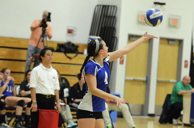 Darien's Lauren Pryor (4) serves during the girls volleyball match against Greenwich at Darien High School on Tuesday, Nov. 13, 2012. Photo: Amy Mortensen / Connecticut Post Freelance