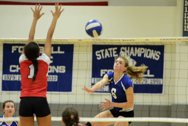 Darien's Kelly Kosnik (6) sends the ball over the net as Greenwich's Jenny Cespedes (1) defends during the girls volleyball match at Darien High School on Tuesday, Nov. 13, 2012. Photo: Amy Mortensen / Connecticut Post Freelance