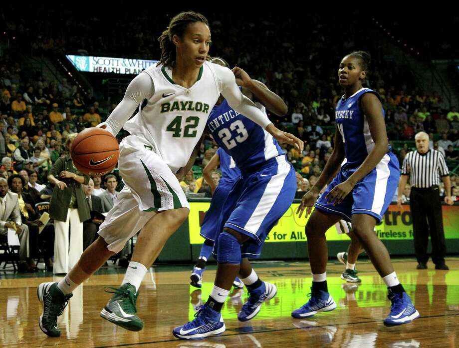 Brittney Griner, who scored 27 points for Baylor, shows one facet of her game by driving to the basket. Photo: Tony Gutierrez, STF / AP
